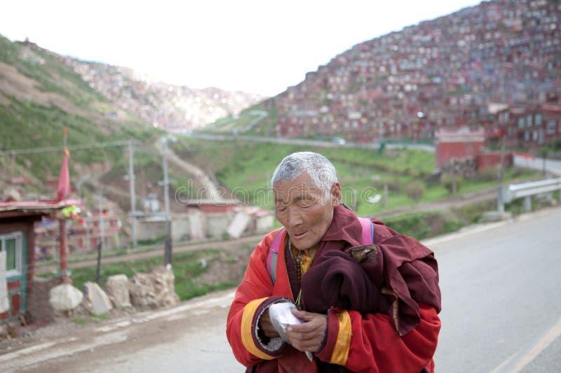 修士在色达buddhish学院 库存照片