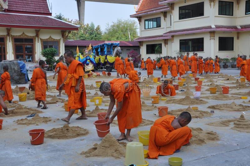 年轻修士在Songkarn天 免版税库存照片