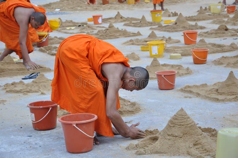 年轻修士在Songkarn天 免版税库存图片
