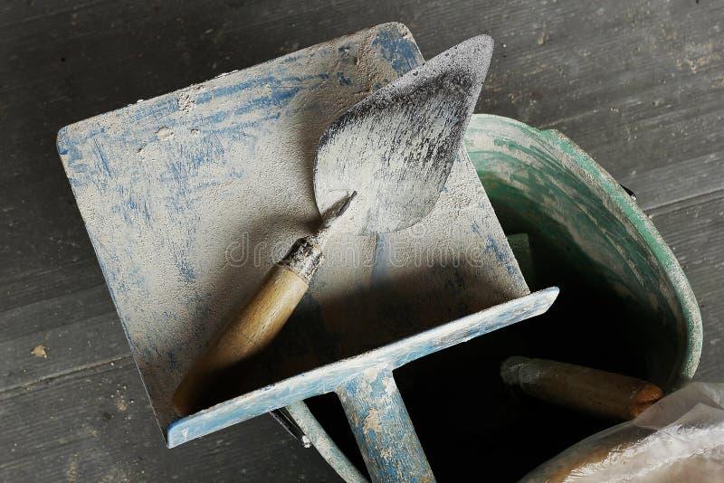 修平刀膏药在地板被安置 免版税库存照片