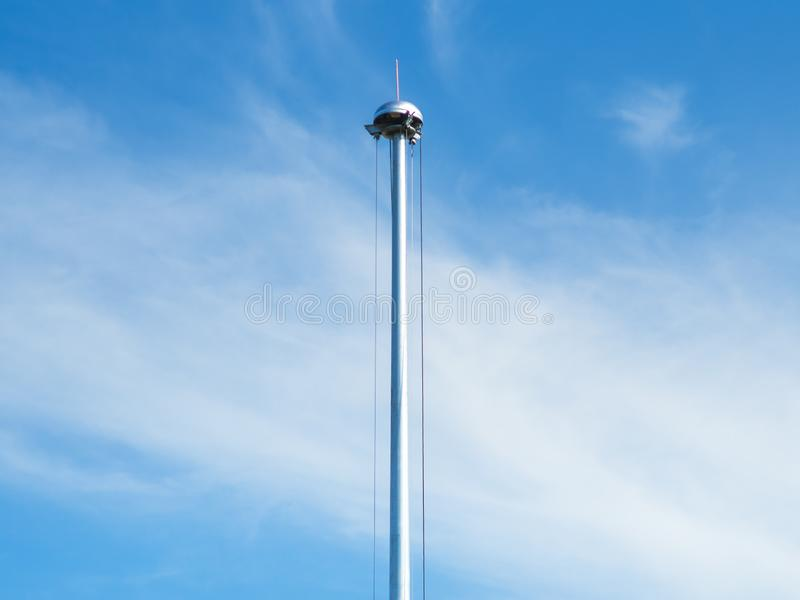 修理和维护与吊索的柱子聚光灯 免版税库存照片