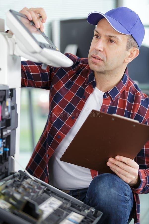 修理激光影印机打印机 库存图片