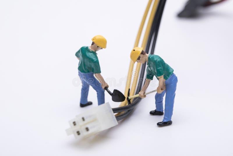 修理电子设备的维修员 库存照片