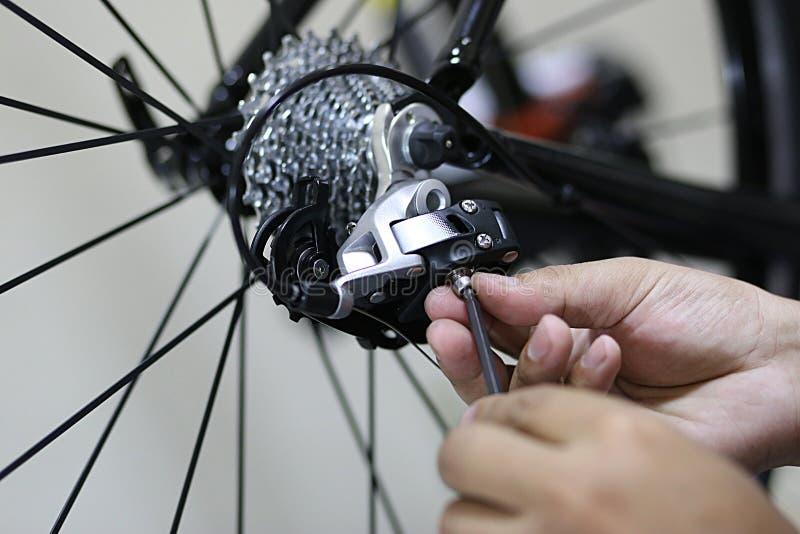 修理自行车 库存图片