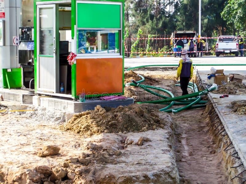 Download 修理维护燃料管地铁站表面 编辑类照片. 图片 包括有 危险, 展开, 行业, 管道, 传递途径, 燃料, 制造 - 72354416