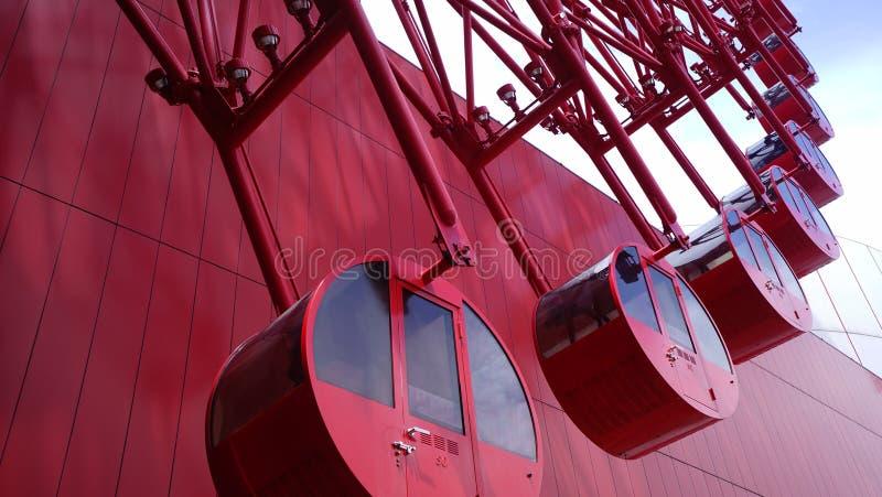 修造在日本大阪的红色巨大的轮子ferris 库存照片