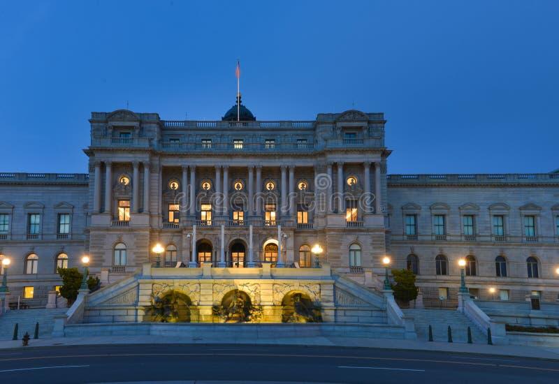 修造在晚上,华盛顿特区美国的国会图书馆图片