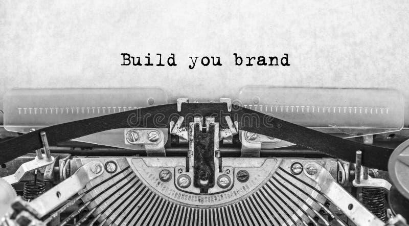 修造您在葡萄酒打字机键入的品牌词 库存照片