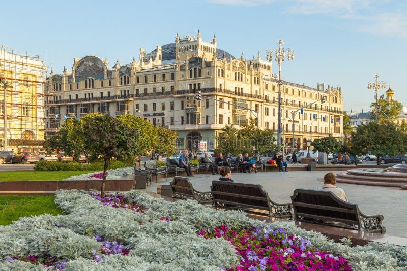 修造的旅馆Metropol,莫斯科,俄罗斯的看法Kopyerskij Pereulok街道的 库存图片