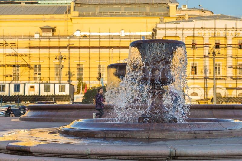 修造的旅馆Metropol,莫斯科,俄罗斯的看法Kopyerskij Pereulok街道的 免版税图库摄影