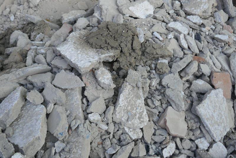 修造的瓦砾,瓦砾堆 一个独立式住宅的爆破 库存图片