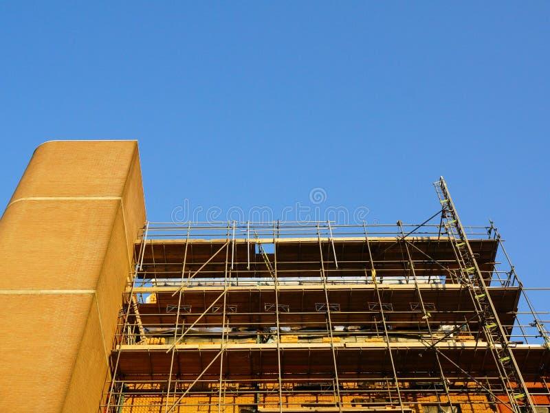 Download 修造建设中 库存图片. 图片 包括有 工作场所, 蓝色, 拱道, 布琼布拉, 行业, 建筑, 天空, 现代 - 30325255