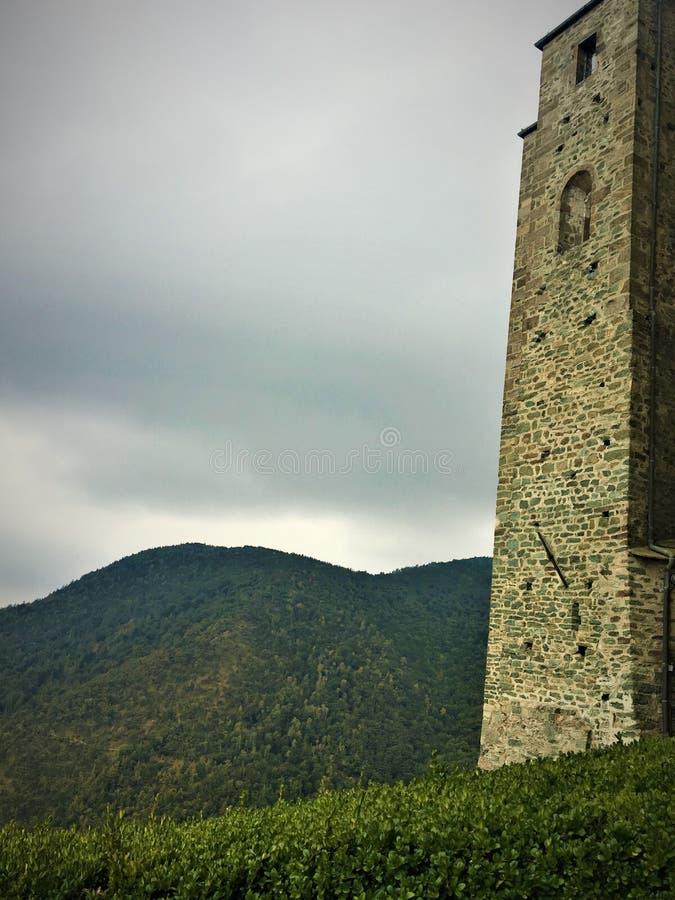 修道院、山和空间 库存图片