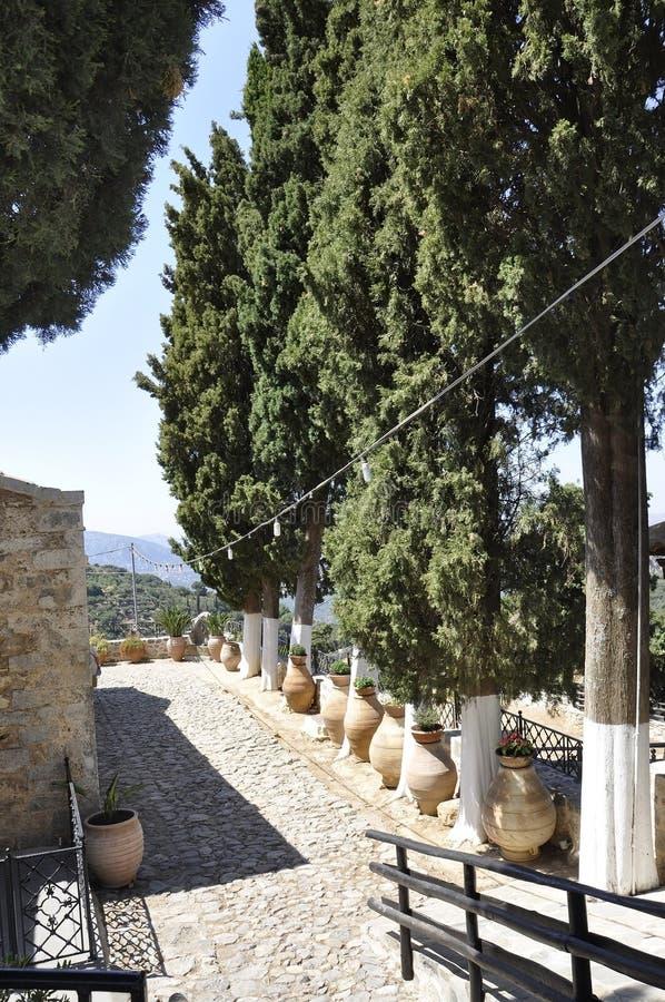 修道院从希腊的克利特海岛的帕纳伊亚Kera Kardiotissa庭院 免版税库存图片