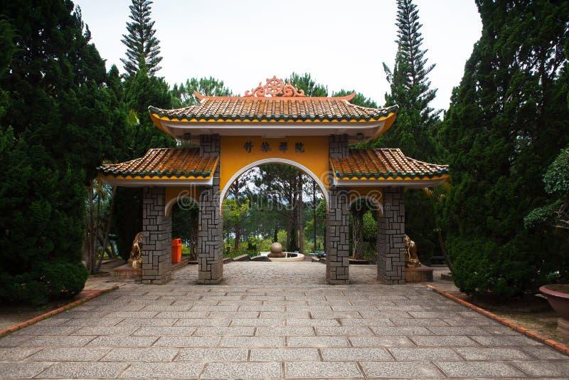 修道院的门塔 大叻 越南 库存照片
