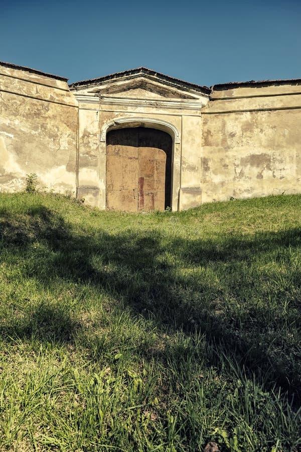 修道院门 免版税库存照片