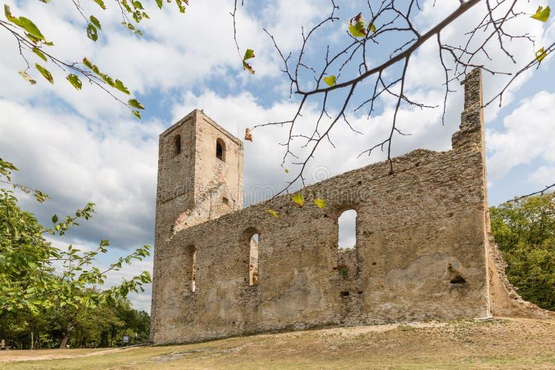 修道院Katarinka废墟在Dechtice上, Slov村庄的  免版税库存照片