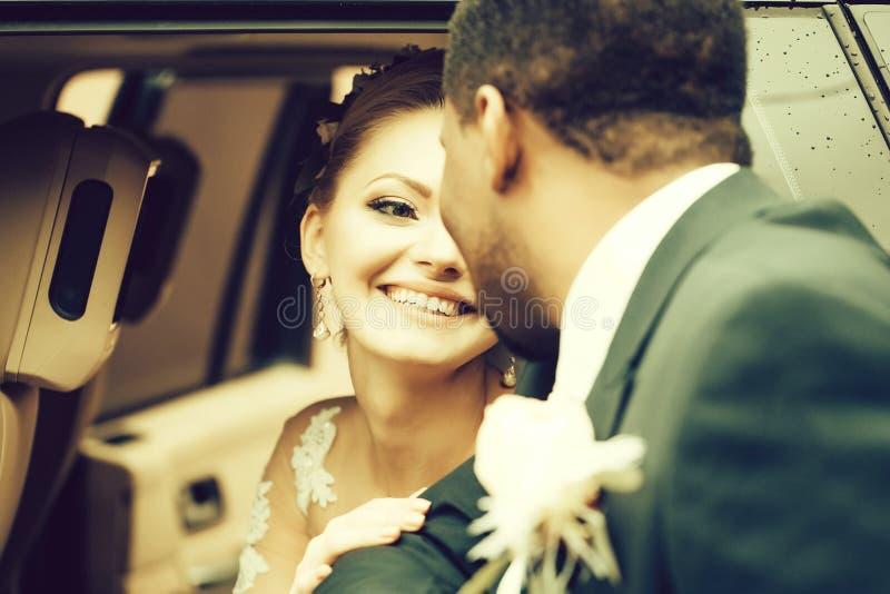 修饰的愉快的新娘微笑 库存照片