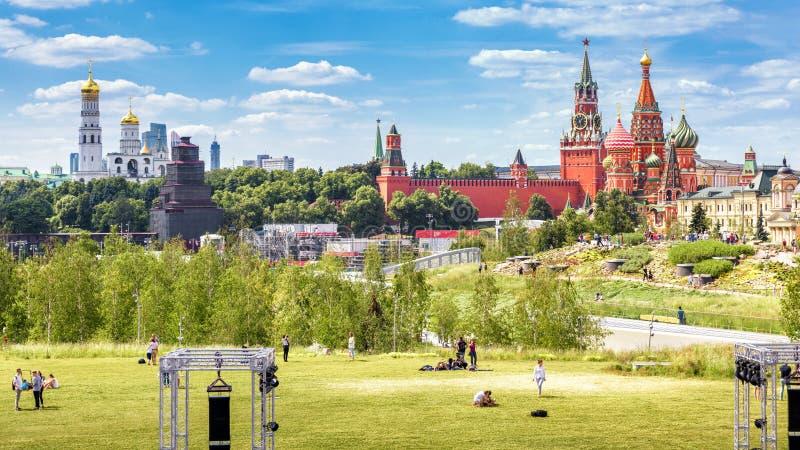 俯视克里姆林宫,俄罗斯的Zaryadye公园全景 免版税库存照片