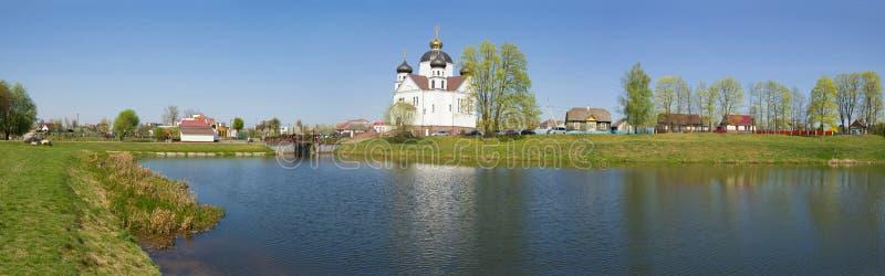 俯视变貌教会的全景 斯莫尔贡,白俄罗斯 库存图片