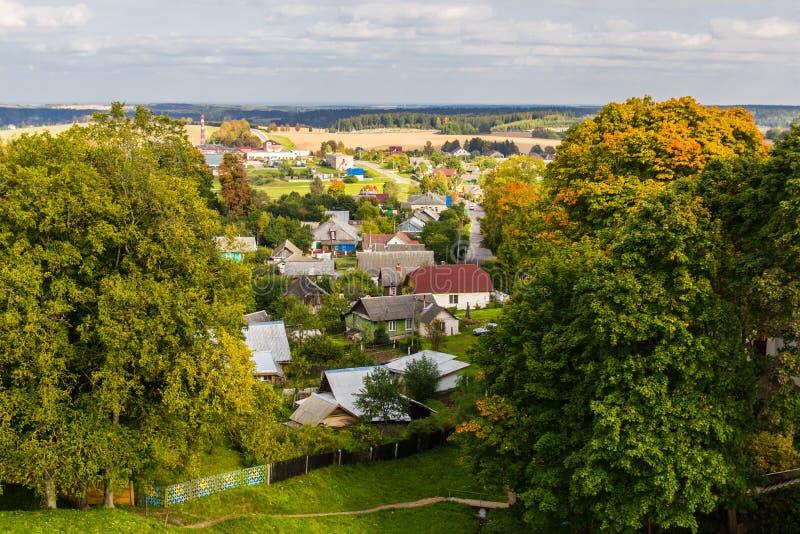 俯视城市的郊外的私人部门的风景 免版税图库摄影