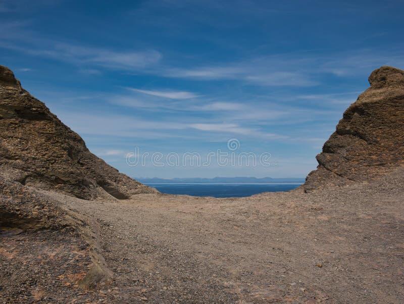 俯视大西洋的贫瘠风景 免版税库存图片