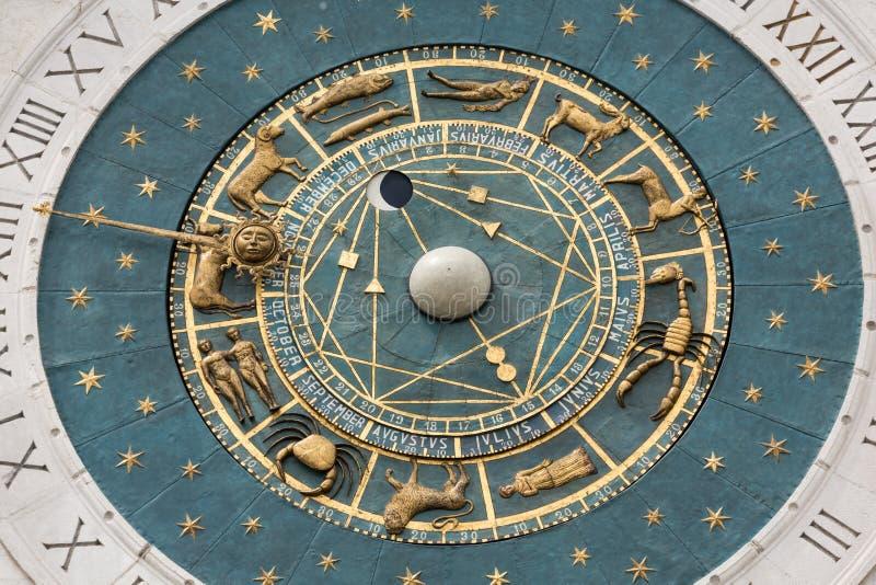 俯视广场dei绅士的钟楼大厦中世纪起源在帕多瓦 库存图片