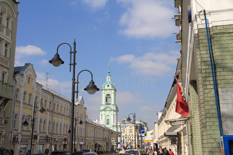 俯视教会的都市风景在莫斯科 免版税库存图片