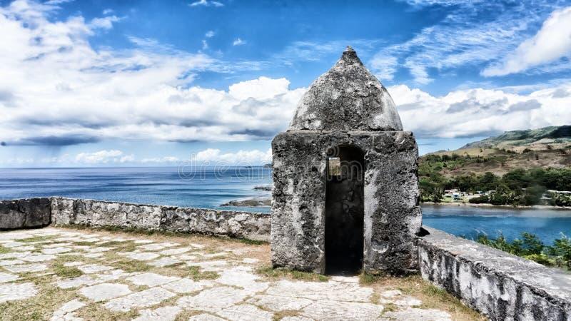 俯视海洋的老西班牙堡垒在关岛 免版税库存图片