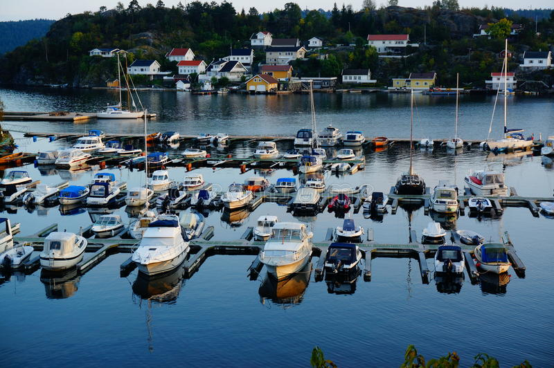 俯视海湾,挪威的港口 免版税库存照片