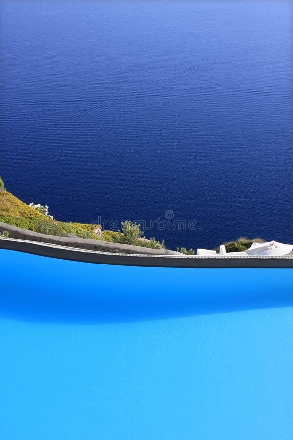 俯视的海运游泳池 免版税库存照片