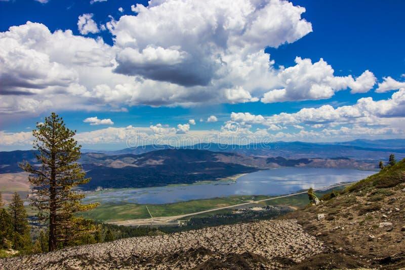俯视的高Desert湖春天 库存图片