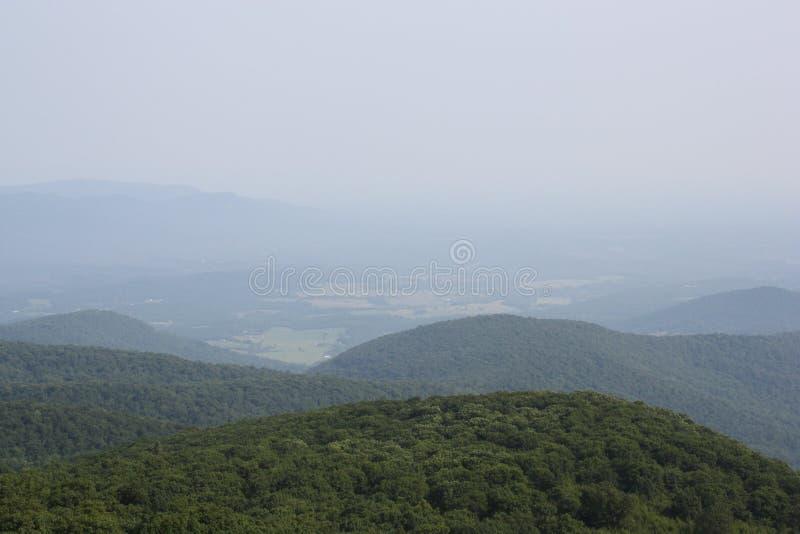 俯视蓝色背脊山的小山和谷在弗吉尼亚 免版税图库摄影