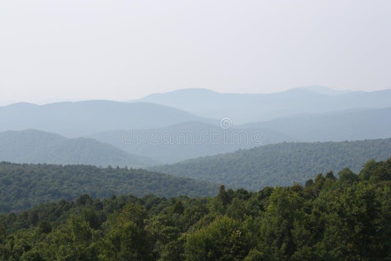 俯视蓝色背脊山的小山在弗吉尼亚 免版税库存照片
