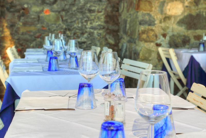俯视风景地中海海湾的Manarola餐馆 库存照片