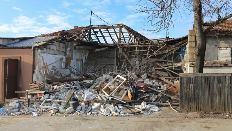 倒塌的房子 免版税图库摄影