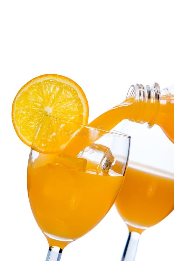 倒的玻璃汁液桔子 库存照片