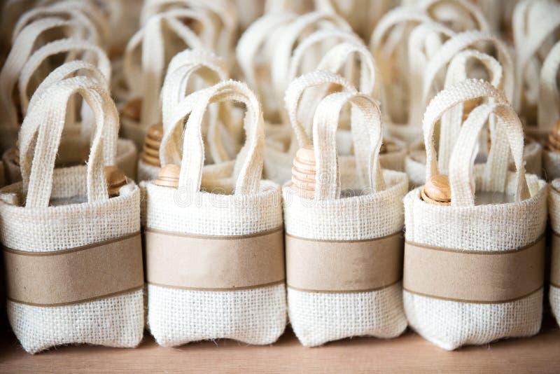 倒空小的大袋由亚麻布制成在帆布 免版税库存照片