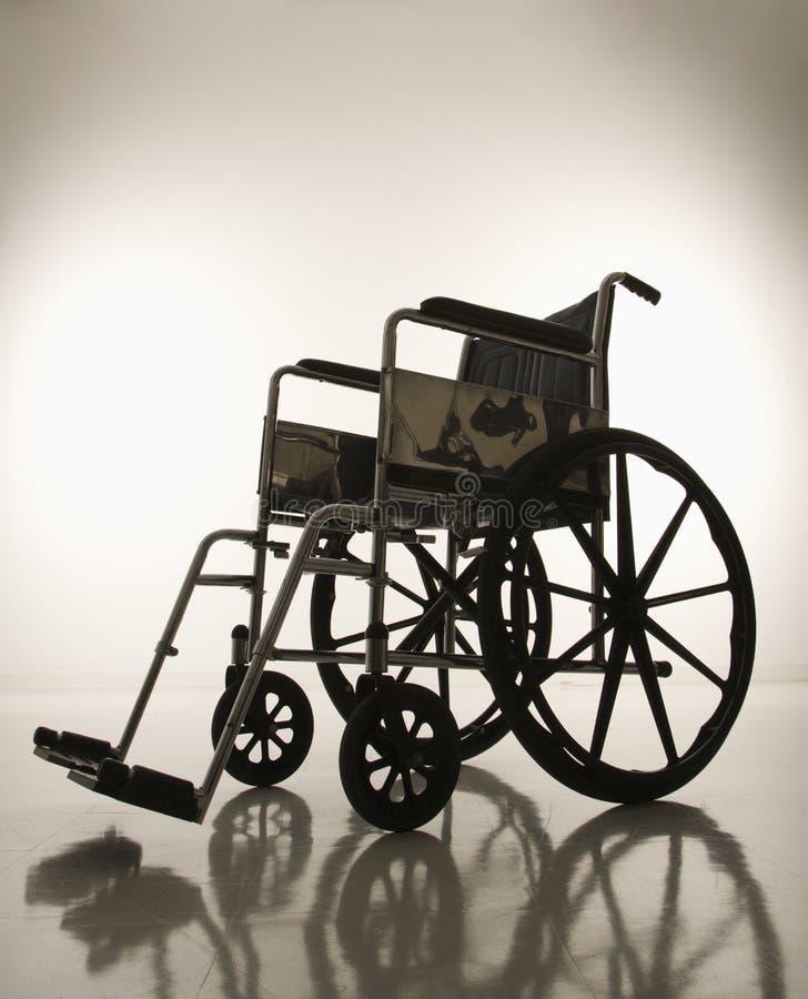 倒空现出轮廓的轮椅 库存图片