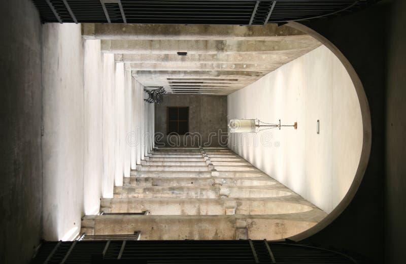 Download 倒空走廊 库存照片. 图片 包括有 隧道, 大学, 对称, 枝形吊灯, 教育, 影子, 反气旋, 葡萄酒, 了解 - 192640