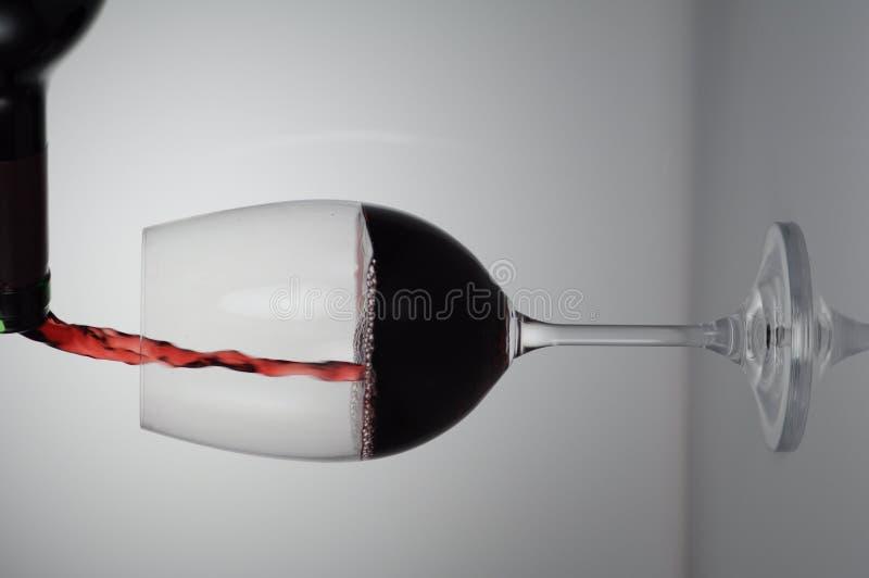 倒红葡萄酒 图库摄影