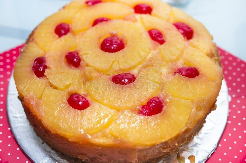 倒置型水果蛋糕 免版税库存图片