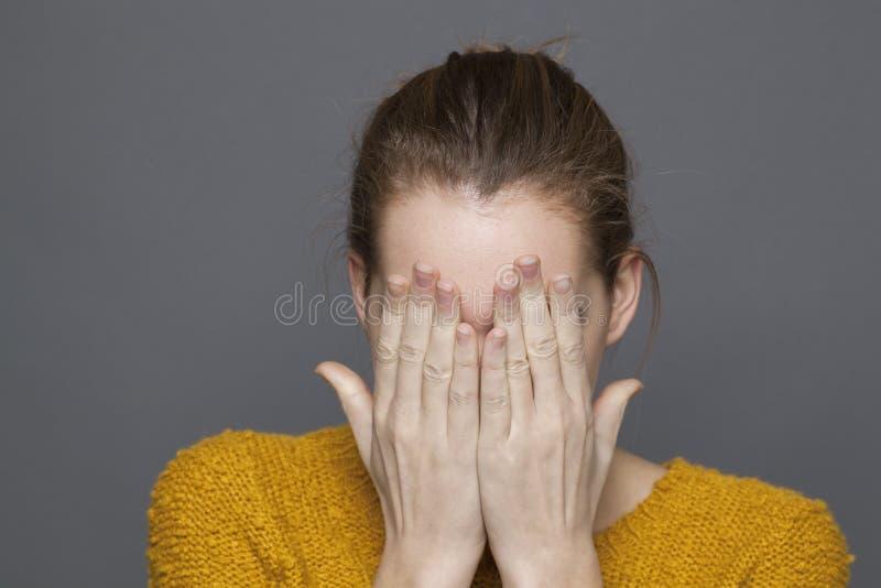 翻倒20s女孩的消极感觉概念 图库摄影