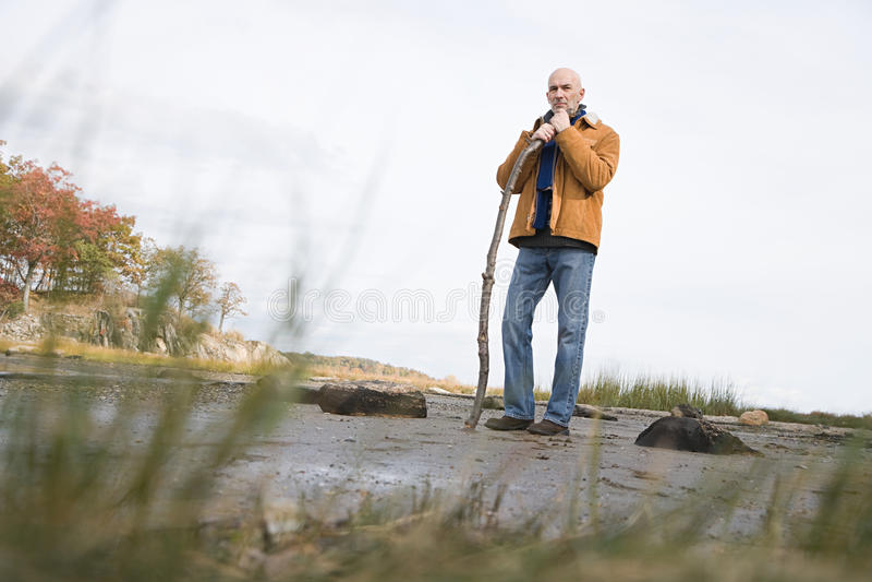 Download 倾斜在棍子的成熟人 库存照片. 图片 包括有 照相机, 水平, 倾斜, 藏品, 摄影, 节假日, 重点, 预测 - 62534276