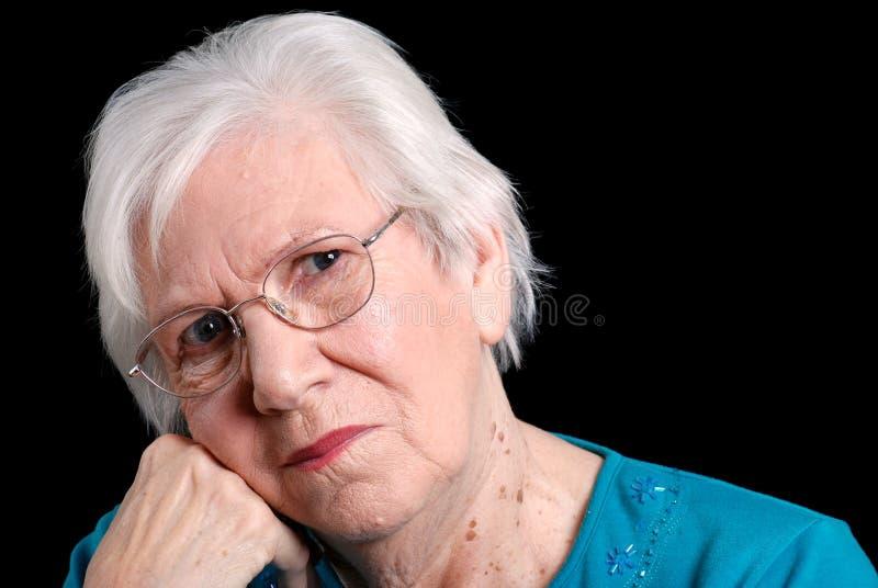 倾斜高级妇女的背景黑手党 免版税库存照片