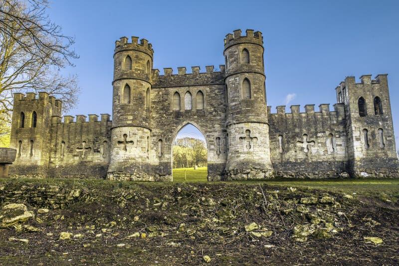 假城堡在有蓝天的巴恩城市 库存图片