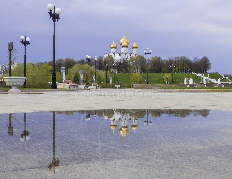 假定大教堂在雅罗斯拉夫尔市,俄罗斯 库存照片