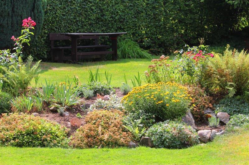 假山花园 库存图片