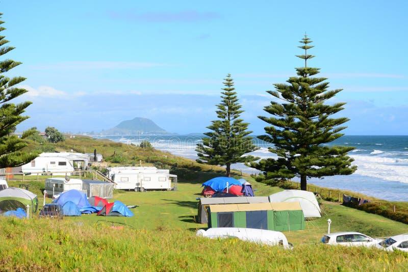 假日公园–绝对海滩前,美好的海景和明亮的蓝色海洋 免版税库存图片