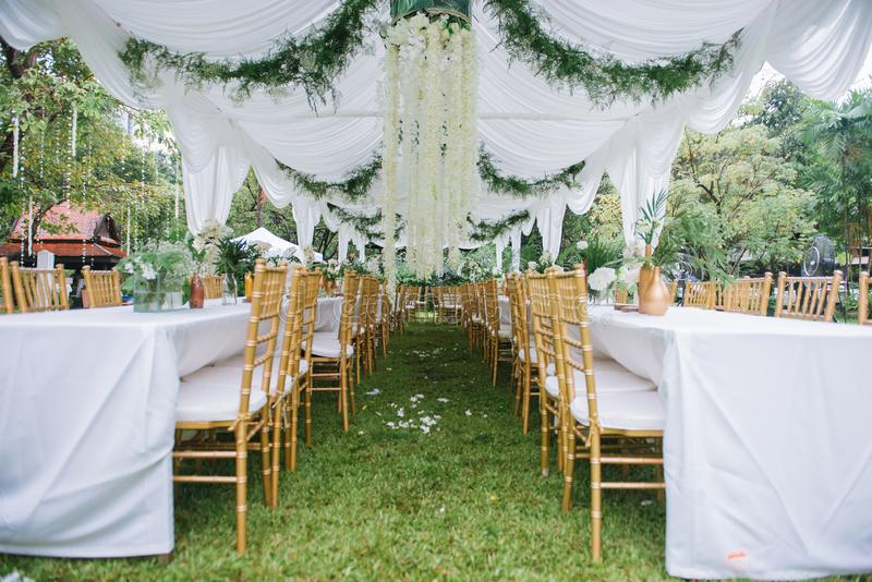 假日和结婚宴会的表装饰 库存照片
